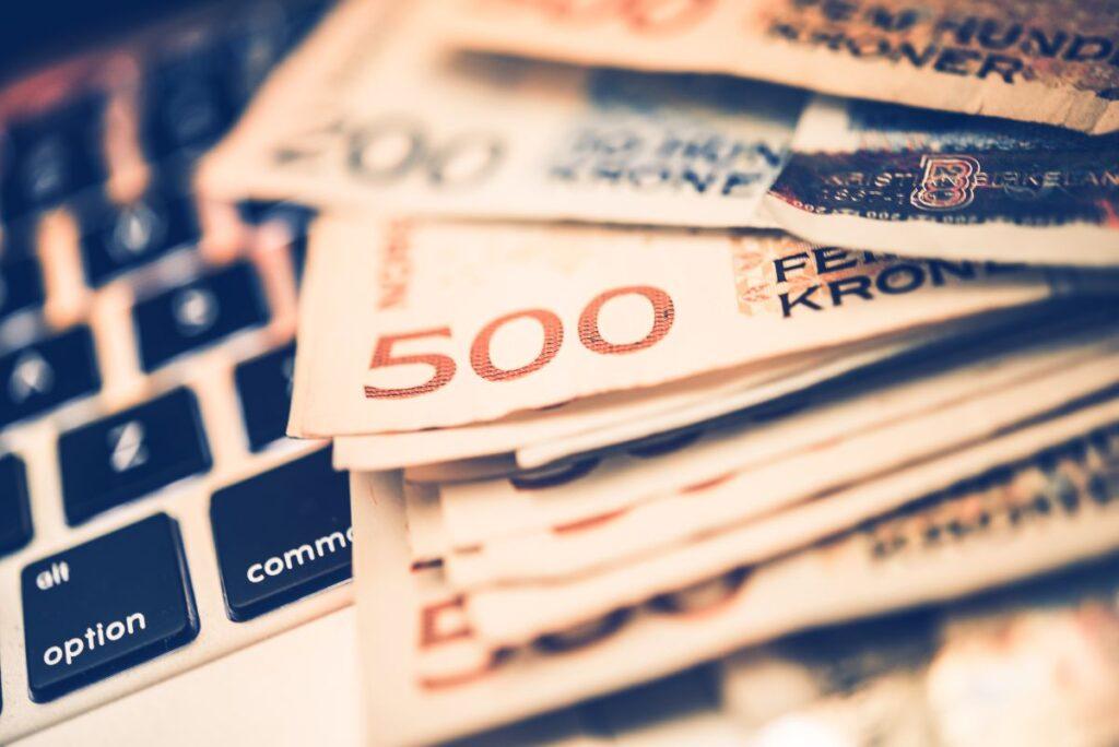 Jak wygląda pożyczanie pieniędzy przez interent?