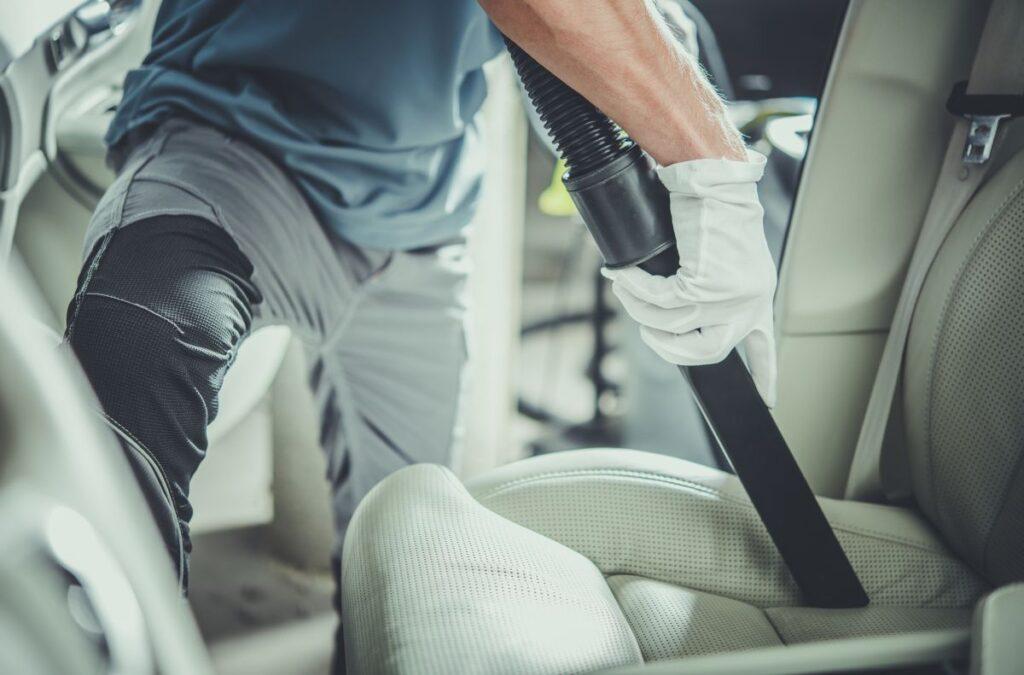 Pranie tapicerki samochodowej. Na czym polega?